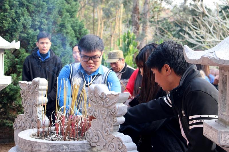 Đoàn dâng hương, hoa tại Khu di tích Bộ Nội vụ