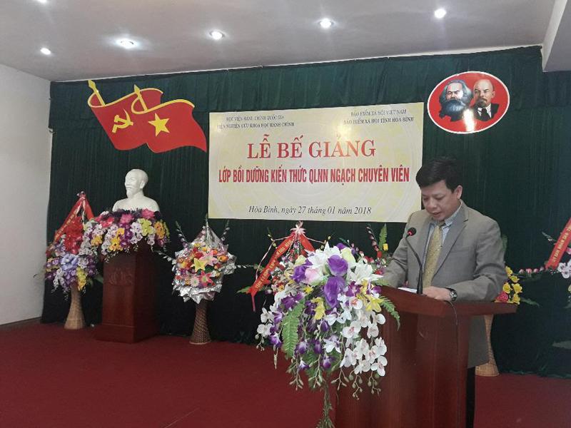 TS. Đặng Thành Lê, Phó Viện trưởng phụ trách Viện Nghiên cứu  Khoa học Hành chính phát biểu bế giảng