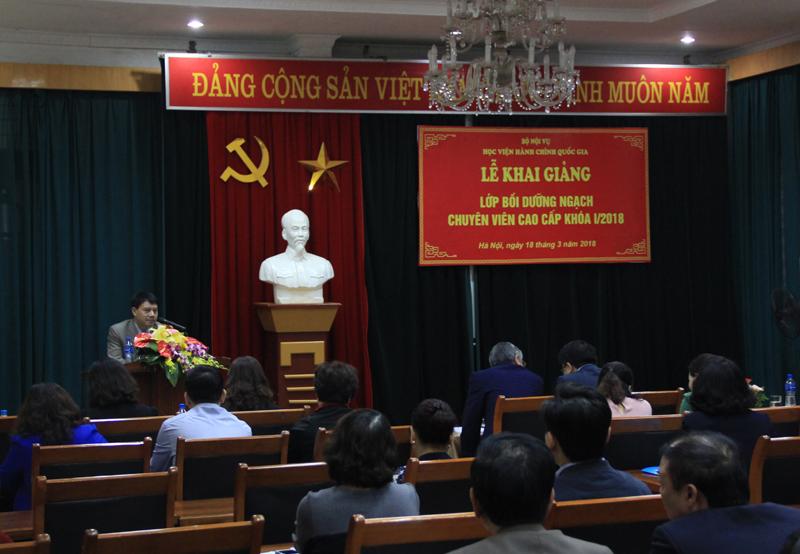 ThS. Tống Đăng Hưng - Phó Trưởng Ban Quản lý bồi dưỡng công bố các quyết định mở lớp