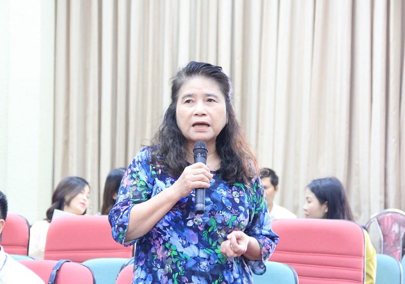 GS.TS. Hoàng Thị Kim Quế - Khoa Luật, Đại học Quốc gia nêu ý kiến tại Hội thảo
