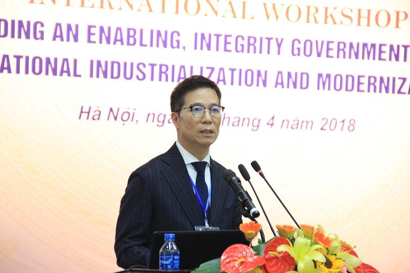 GS.TS. Yoon Byeong-soo – Viện Phát triển Nguồn nhân lực quốc gia, Hàn Quốc trình bày tham luận