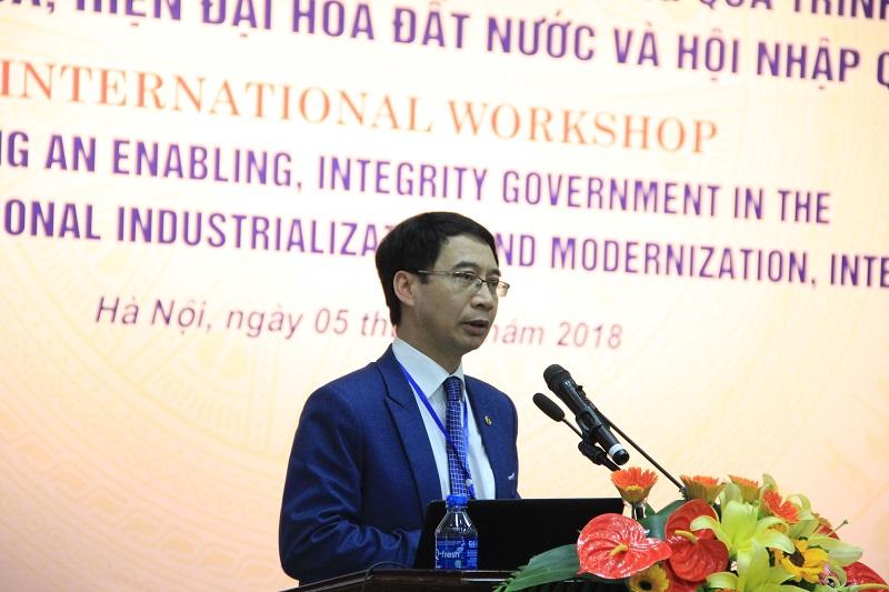 PGS.TS. Lương Thanh Cường – Phó Giám đốc Học viện trình bày tham luận tại Hội thảo