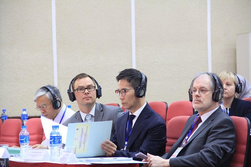 Các đại biểu quốc tế dự Hội thảo
