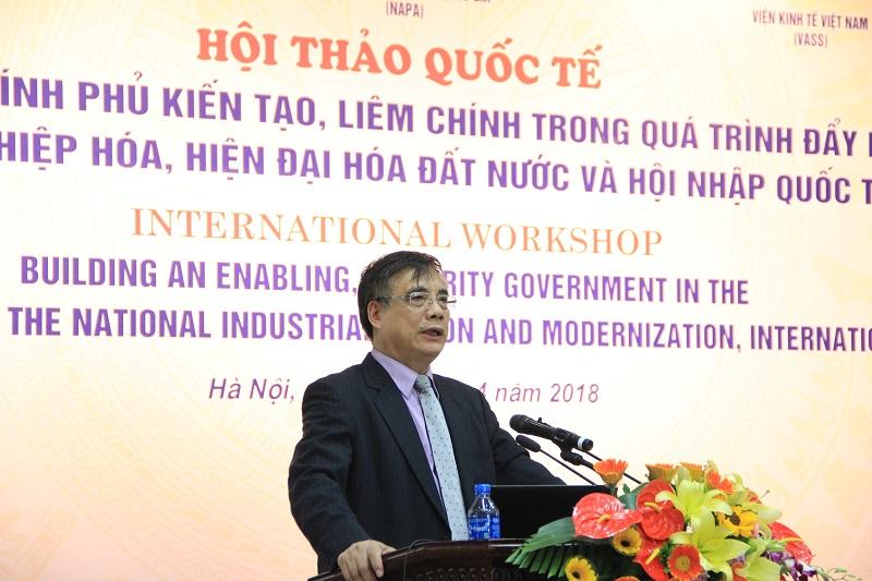 : PGS.TS. Trần Đình Thiên – Viện trưởng Viện Kinh tế Việt Nam trình bày tham luận