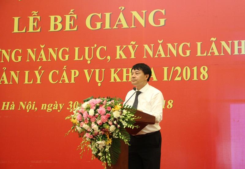 ThS. Tống Đăng Hưng – Phó Trưởng Ban Quản lý Bồi dưỡng công bố các quyết định của Giám đốc Học viện
