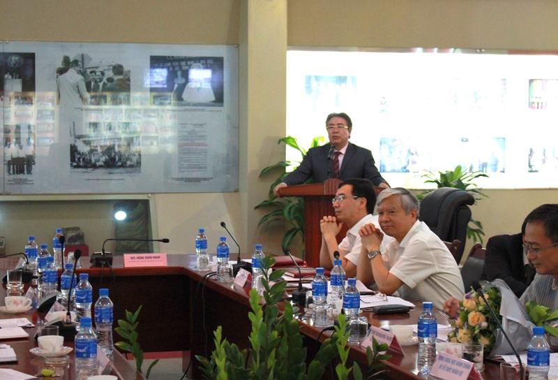 TS. Đặng Xuân Hoan phát biểu chúc mừng và giao nhiệm vụ đối với TS. Nguyễn Đăng Quế và PGS.TS. Nguyễn Thị Hồng Hải