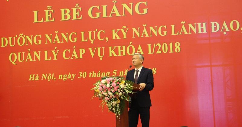NGƯT.TS. Vũ Thanh Xuân – Phó Giám đốc Học viện phát biểu tại Lễ bế giảng