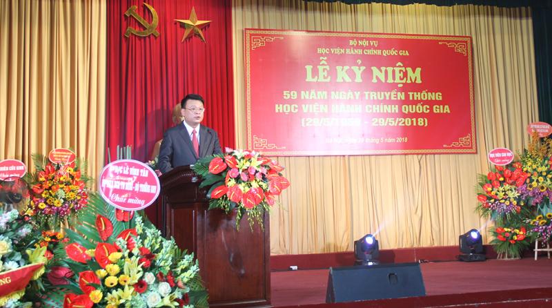 Đồng chí Bùi Huy Tùng  - Chánh Văn phòng Học viện tuyên bố lý do, giới thiệu đại biểu tại buổi Lễ