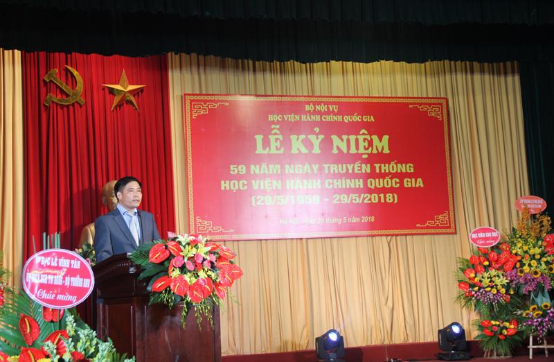 Đại diện cho giảng viên, cán bộ và người lao động phát biểu tại buổi Lễ