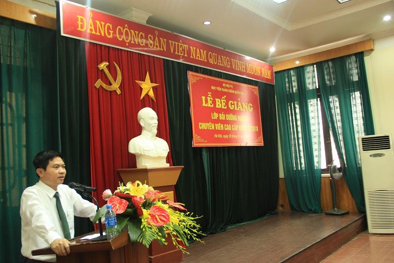 Đồng chí Trương Quốc Huy - Phó Chủ tịch UBND tỉnh Hà Nam đại diện cho tập thể học viên toàn khóa phát biểu tại buổi Lễ