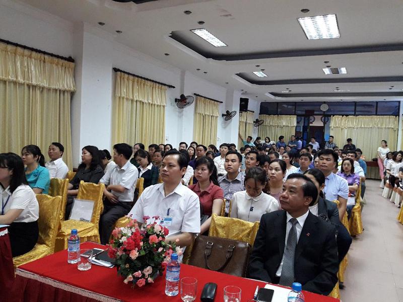 Quang cảnh buổi lễ khai giảng các lớp bồi dưỡng                                                    ngạchchuyên viên chính, ngạch chuyên viên năm 2018 tại tỉnh Hà Giang