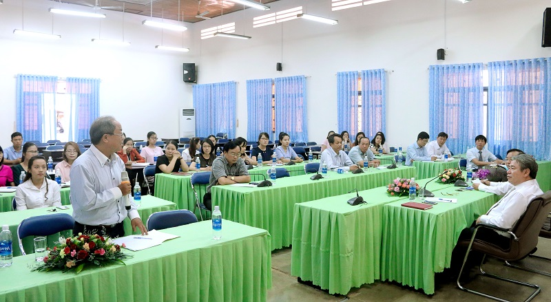 Đồng chí Trần Văn Đởn – Phó Trưởng Phòng Quản trị, Phân viện Học viện Hành chính Quốc gia khu vực Tây Nguyên phát biểu ý kiến tại Hội nghị