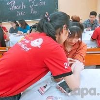 Các tình nguyện viên tham gia hiến máu được Ban Tổ chức chăm sóc chu đáo