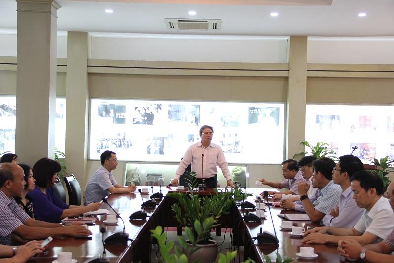TS. Đặng Xuân Hoan phát biểu chúc mừng và giao nhiệm vụ đối với ThS. Bùi Huy Tùng