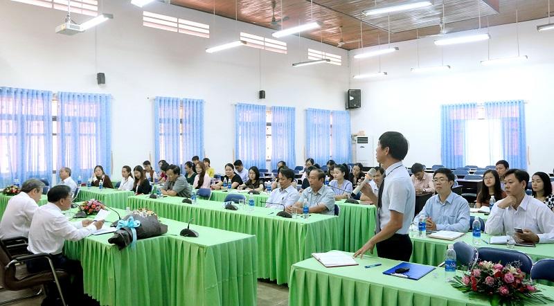 ThS. Phan Xuân Quý – Phó Trưởng Phòng Tổ chức - Hành chính, Phân viện Học viện Hành chính Quốc gia khu vực Tây Nguyên phát biểu ý kiến tại Hội nghị