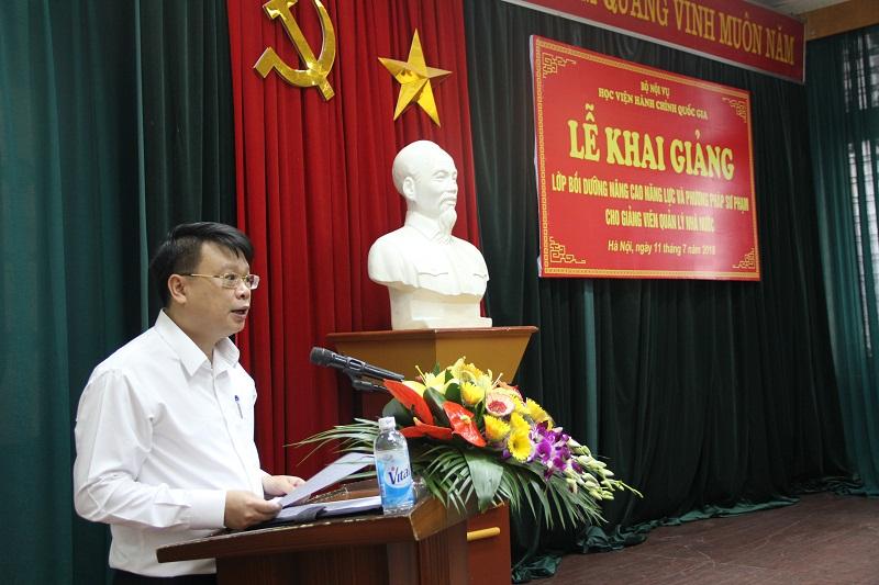 ThS. Bùi Huy Tùng - Chánh Văn phòng Học viện kiêm nhiệm phụ trách, điều hành Ban Quản lý bồi dưỡng công bố quyết định mở lớp
