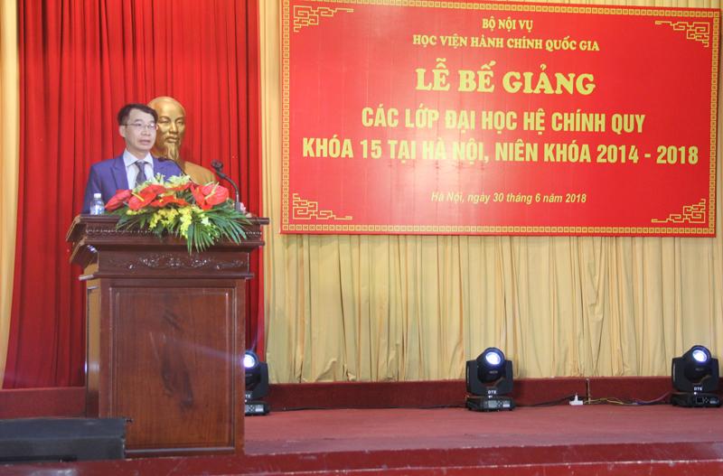 PGS.TS. Lương Thanh Cường -  Phó Giám đốc Học viện chúc mừng các sinh viên khóa 15