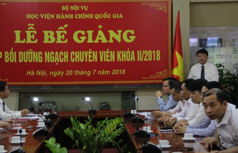 ThS. Bùi Huy Tùng - Chánh Văn phòng, Phụ trách điều hành Ban Quản lý bồi dưỡng công bố các quyết định liên quan đến lớp học
