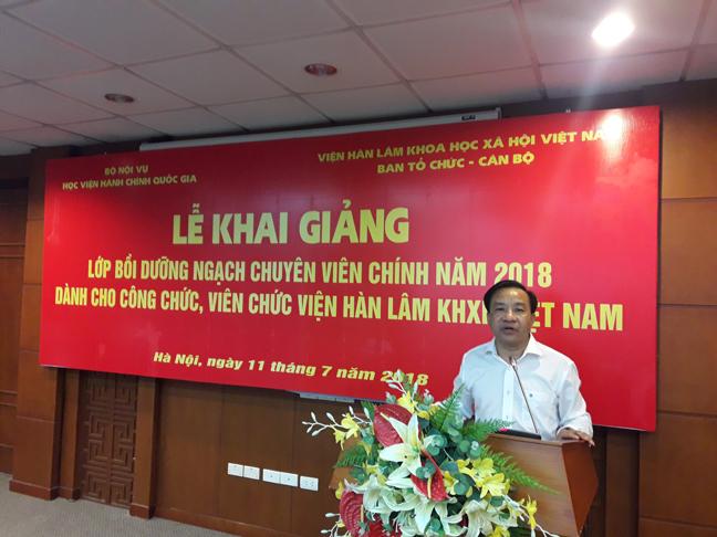 TS. Nguyễn Đăng Quế, Phó Giám đốc Học viện Hành chính Quốc gia phát biểu khai mạc