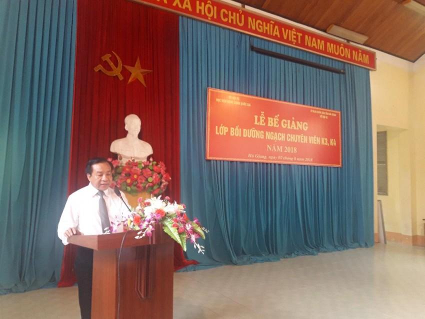 TS. Nguyễn Đăng Quế, Phó Giám đốc Học viện Hành chính Quốc gia phát biểu tuyên bố bế giảng