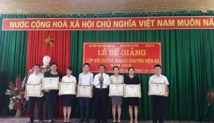 Quang cảnh Lễ Bế giảng lớp bồi dưỡng ngạch chuyên viên Khóa 5 năm 2018 tại huyện Vị Xuyên, tỉnh Hà Giang