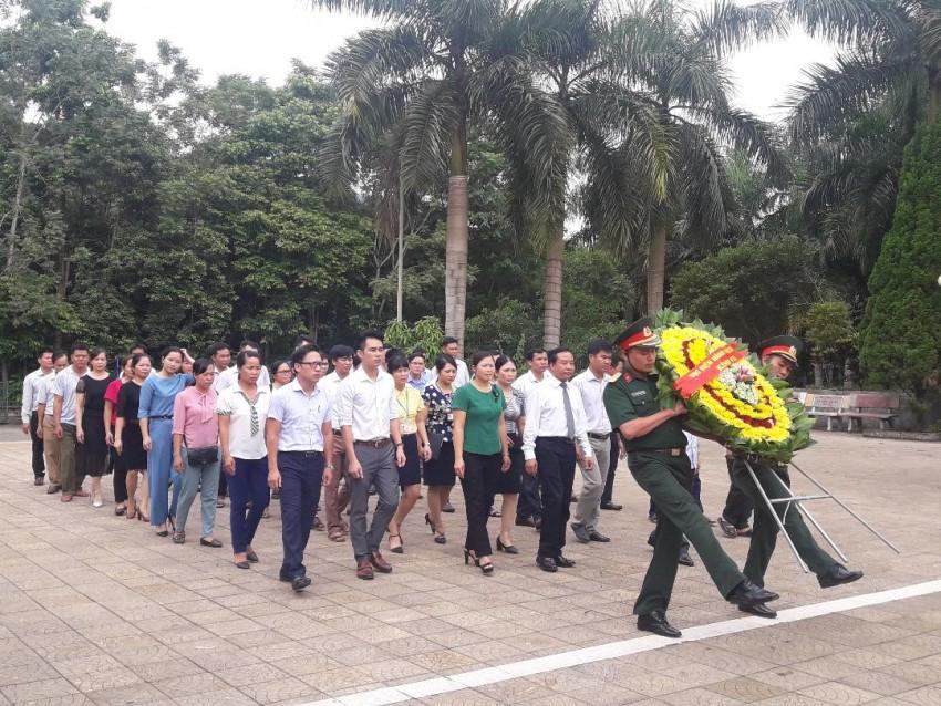 Quang cảnh lễ viếng nghĩa trang Quốc gia Vị Xuyên