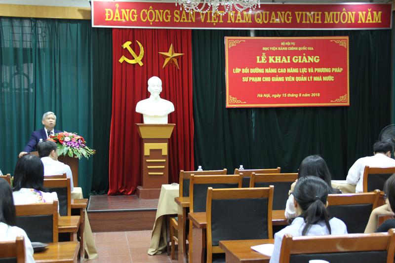 NGƯT. TS. Vũ Thanh Xuân- Phó Giám đốc Học viện phát biểu tại buổi Lễ khai giảng