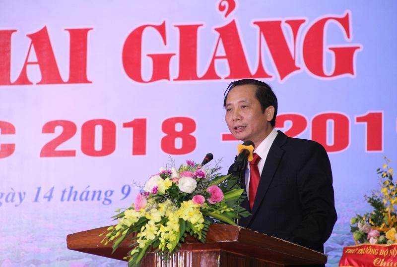 PGS.TS. Nguyễn Bá Chiến – Bí thư Đảng ủy, Hiệu trưởng Trường Đại học Nội vụ Hà Nội trình bày diễn văn khai giảng