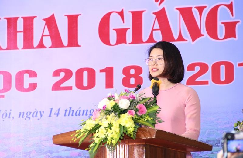 ThS. Trần Thu Trang – Khoa Hành chính học, đại diện cán bộ, giảng viên Trường Đại học Nội vụ Hà Nội phát biểu cảm nghĩ trong ngày Lễ khai giảng
