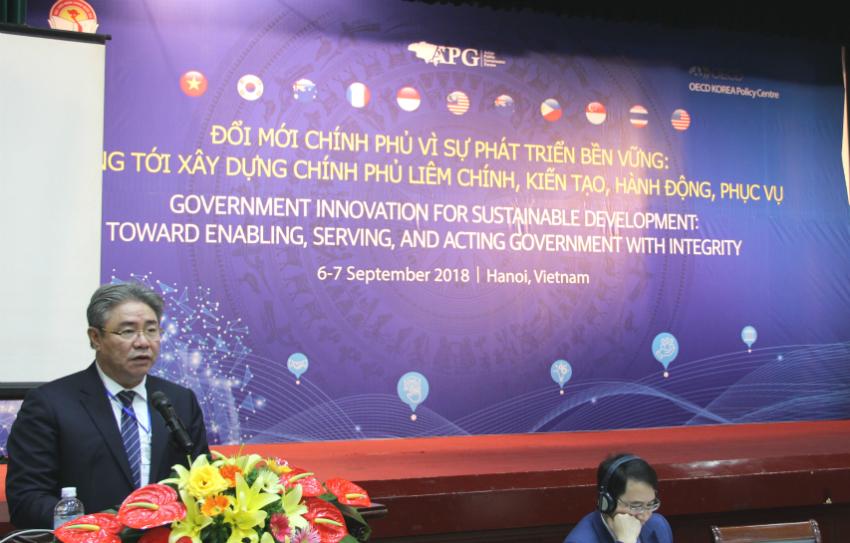 TS. Đặng Xuân Hoan - Giám đốc Học viện Hành chính Quốc gia phát biểu đề dẫn