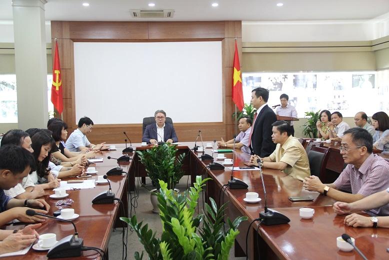 Đồng chí Nguyễn Tiến Hiệp đọc thông báo quyết định điều động, giao nhiệm vụ của Giám đốc Học viện