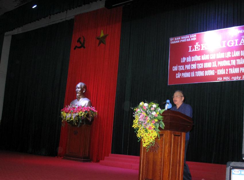 Đồng chí Đặng Xuân Hoan - Bí thư Đảng ủy, Giám đốc Học viện Hành chính Quốc gia phát biểu tại buổi Lễ