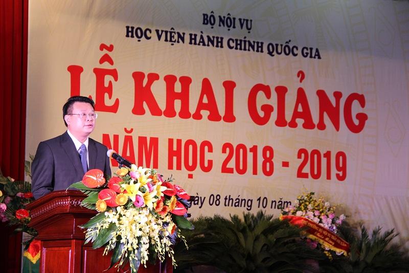 ThS. Bùi Huy Tùng – Chánh Văn phòng kiêm phụ trách, điều hành Ban Quản lý Bồi dưỡng của Học viện giới thiệu đại biểu tham dự.