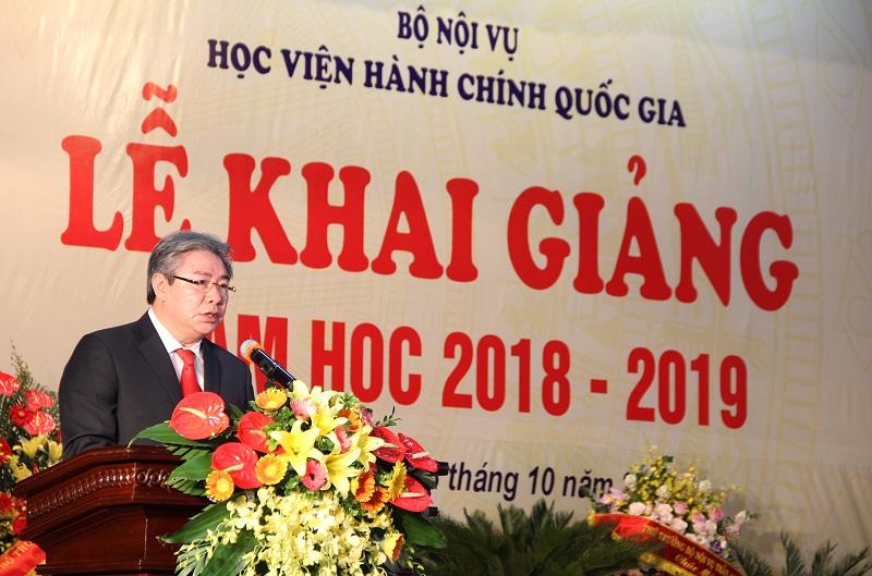 TS. Đặng Xuân Hoan – Bí thư Đảng ủy, Giám đốc Học viện trình bày diễn văn khai giảng.