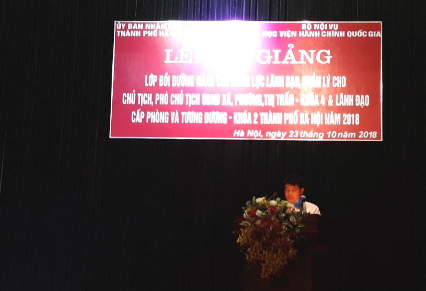 Đồng chí Tống Đăng Hưng - Phó Trưởng ban, Ban Quản lý bồi dưỡng công bố các Quyết định tổ chức lớp, Quyết định chủ nhiệm lớp của Giám đốc Học viện