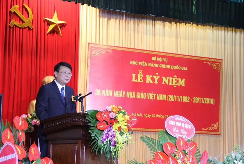 ThS. Bùi Huy Tùng – Chánh Văn phòng kiêm phụ trách, điều hành Ban Quản lý Bồi dưỡng của Học viện giới thiệu đại biểu tham dự