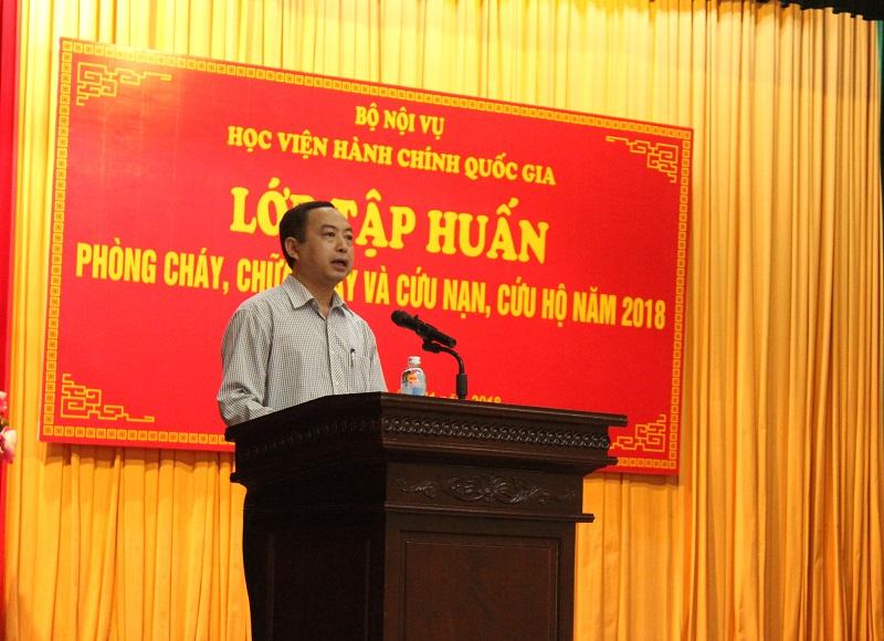 ThS. Nguyễn Toàn Thắng - Phó Chánh Văn phòng Học viện, Đội trưởng Đội PCCC Học viện công bố Quyết định của Giám đốc Học viện về việc mở Lớp tập huấn