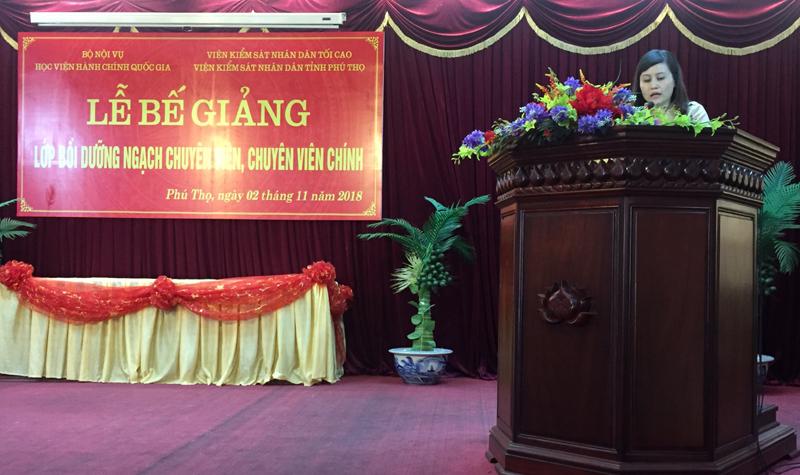 Đ/c Lê Phương Thúy - Ban Quản lý bồi dưỡng, HVHCQG phát biểu bế giảng tại buổi Lễ