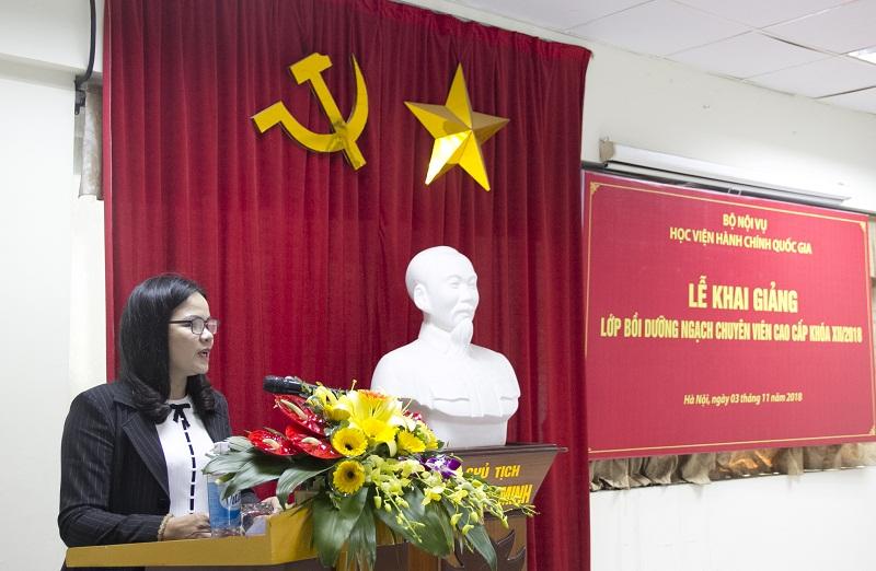 Học viên Bùi Thị Thúy Bình – Sở Tư pháp tỉnh Hòa Bình, đại diện cho các học viên phát biểu tại Lễ khai giảng