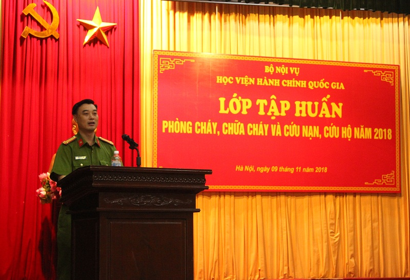 Trung tá Nguyễn Minh Thành – Phó Trưởng Công an quận Đống Đa phát biểu tại Lớp tập huấn