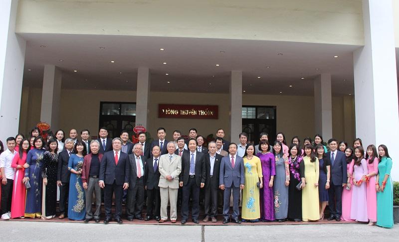 Các đại biểu tham dự Lễ kỷ niệm cùng tập thể thầy và trò Học viện Hành chính Quốc gia