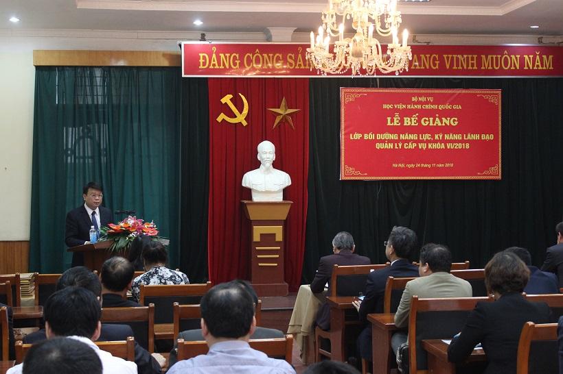 ThS. Bùi Huy Tùng – Chánh Văn phòng Học viện, Phụ trách điều hành Ban Quản lý bồi dưỡng công bố Quyết định cấp chứng chỉ cho học viên