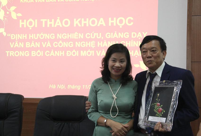 Các nhà khoa học đóng góp ý kiến trong Hội thảo