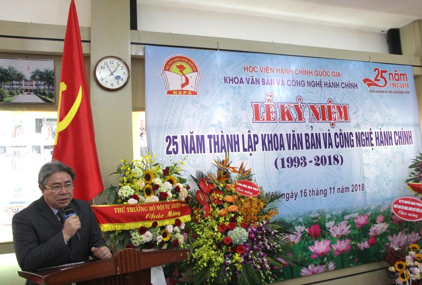 TS. Đặng Xuân Hoan – Bí thư Đảng ủy, Giám đốc Học viện phát biểu chúc mừng