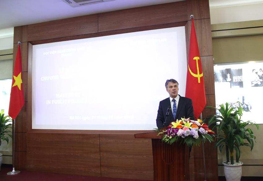 Ông Harri Melin – Phó Hiệu trưởng Đại học Phần Lan phát biểu chúc mừng