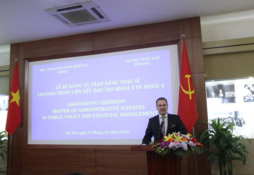 Ông Antti Lonqwist – Trưởng khoa Quản lý Công, Đại học Phần Lan phát biểu tại buổi lễ