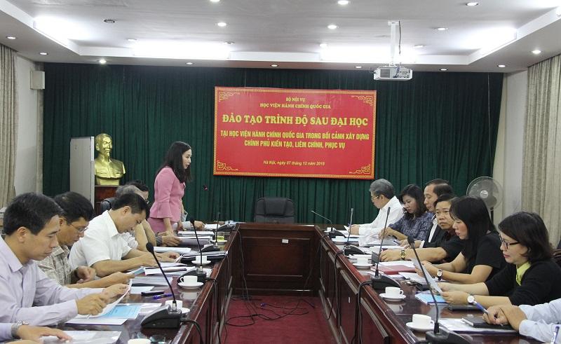 TS. Nguyễn Thị Thu Thủy – Trưởng phòng Kế hoạch Đào tạo, Ban Quản lý đào tạo Sau đại học giới thiệu đại biểu tham dự.