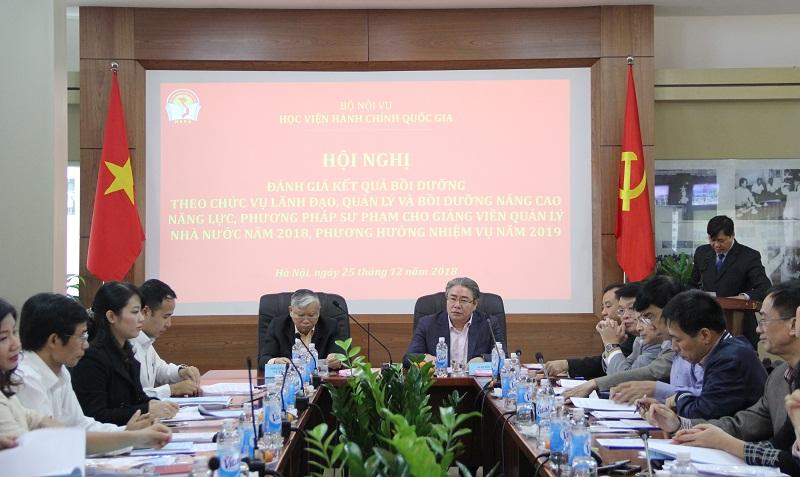 TS. Đặng Xuân Hoan – Giám đốc Học viện và TS. Vũ Thanh Xuân – Phó Giám đốc Học viện đồng chủ trì Hội nghị.