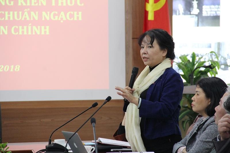 ThS. Nguyễn Thị La - Khoa Văn bản và Công nghệ hành chính góp ý về nội dung chuyên đề của chương trình, tài liệu