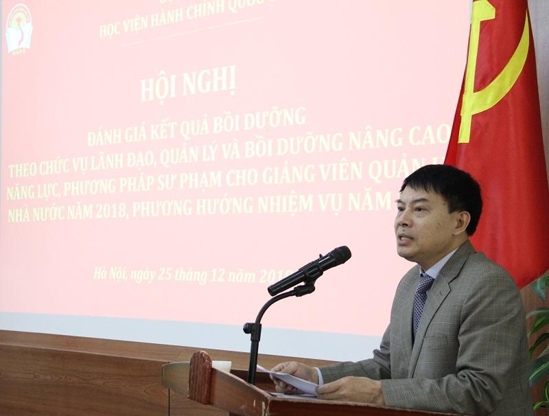 ThS. Tống Đăng Hưng – Phó Trưởng Ban Quản lý bồi dưỡng trình bày Báo cáo thực trạng tổ chức quản lý hoạt động bồi dưỡng theo chức vụ LĐQL và bồi dưỡng giảng viên QLNN năm 2018 của Học viện.
